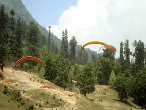 Paragliding in Manali Photo: © Lloyd D'Souza