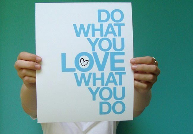 Person holding up sign with words: Do what you love, love what you do