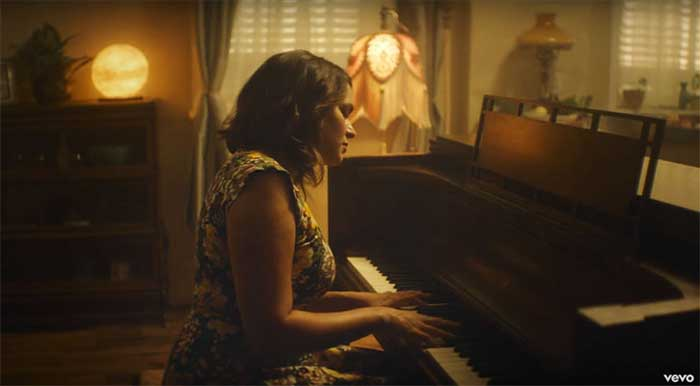 Norah Jones' Carry On video screenshot