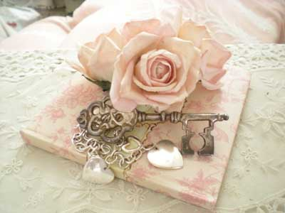 Pink rose with silver key and hearts