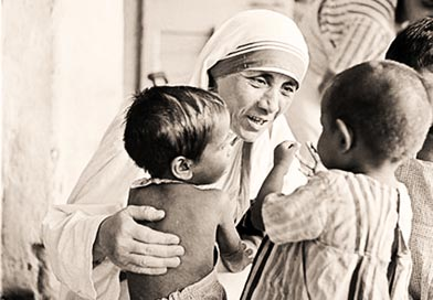 Mother Teresa talking to two small children
