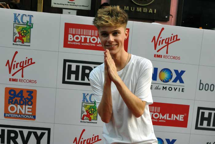 Singer HRVY saying Namaste