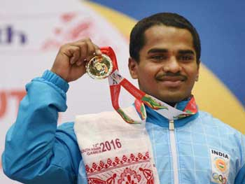 Gururaja Poojary with his silver medal at the Commonwealth Games 2018