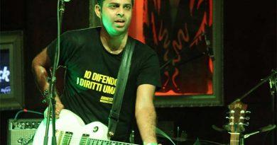 Alluri performing at the Hard Rock Cafe in Worli, Mumbai