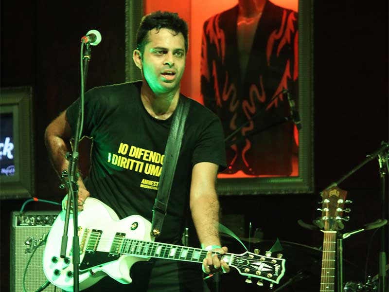 Alluri performing at the Hard Rock Cafe in Worli, Mumbai