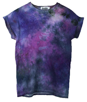 T-shirt dyed with fabric colours