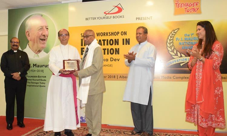 Dr Jagdish Gandhi receiving the J. Maurus National Award from Most Rev John Rodrigues, Auxiliary Bishop of the Archdiocese of Bombay