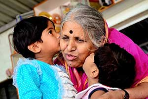 Sindhutai with two orphan children