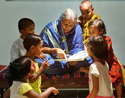 Sindhutai reading to small children
