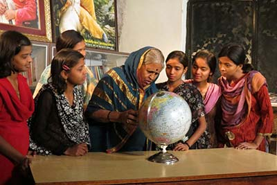 Sindhutai with young girls