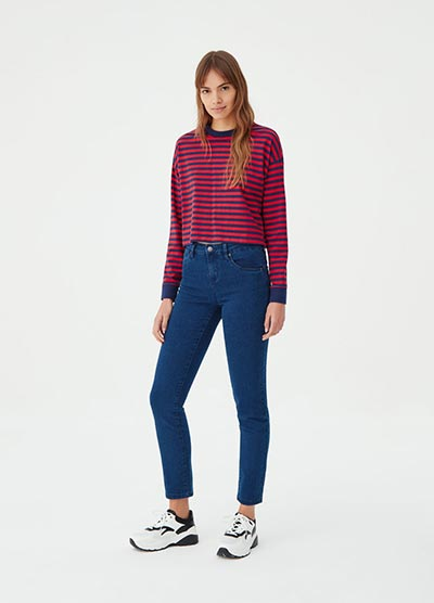 Young woman wearing slim fit jeans