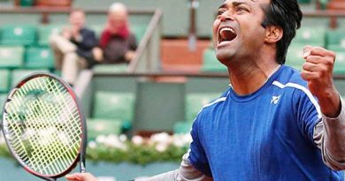 Leander Paes celebrating a victory