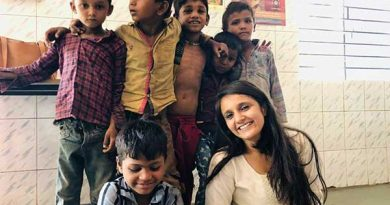 Kinjal Shah with students of Shwas