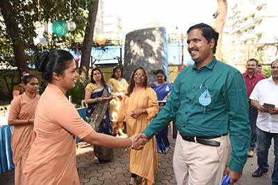 Educational Inspector of H-Ward, Mr Anil Sable, being welcomed by Sr Josita, Principal of MIGHS, Kalina