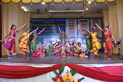 Welcome Dance  by students of  MIGHS, Kalina
