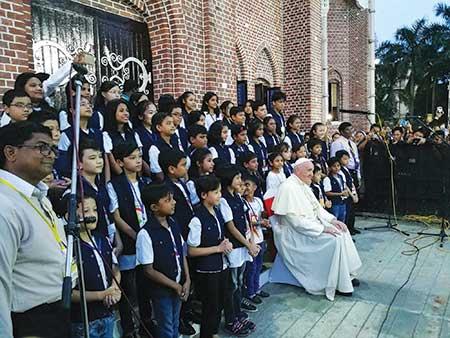 Pope Francis with schoolchildren