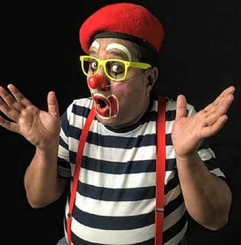 Pravin Tulpule dressed as a clown