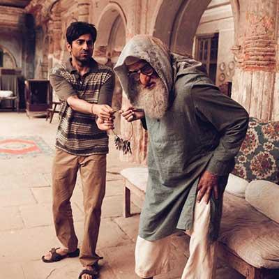 A scene from the movie Gulabo Sitabo