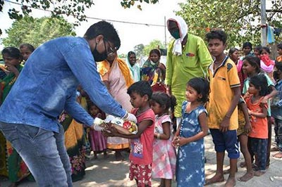 Man feeding poor children