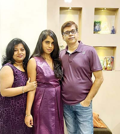 Kiara D'Souza with her parents