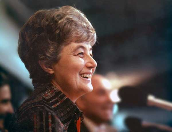Chiara Lubich speaking to an audience