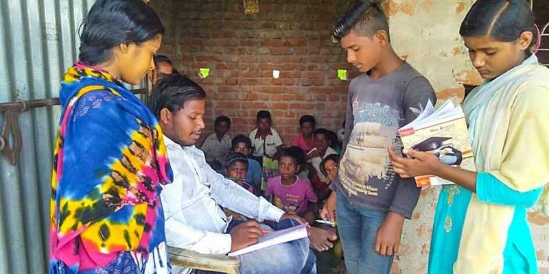 Neeraj Murmu helping youngsters in his village school in Giridih