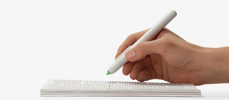 Hand holding the Hyler smart highlighting pen