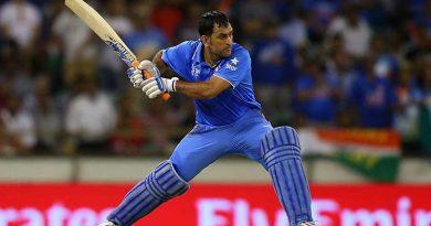 Dhoni batting