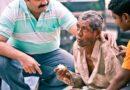 Narayanan Krishna feeding a hungry man on the roadside