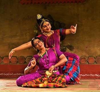 Vyjayanthi Kashi (seated) with daughter Prateeksha Kashi